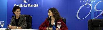 La directora del Organismo Autónomo de Espacios Naturales, Ana Terol (i), ha presentado en FITUR la Red de Espacios Naturales de Castilla-La Mancha, junto a la directora general de Turismo y Artesanía, Pilar Cuevas (d).