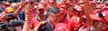 Enrique Lillo con los trabajadores y trabajadoras de Coca-Cola