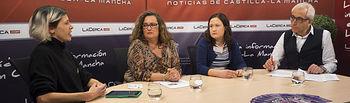 De izquierda a derecha: Marta Requena, socia de la Red Feminista de Albacete, Montserrat Molina, presidenta de Albamur, Virginia Lozano, vocal y miembro de la Asociación de Mujeres Progresistas de Albacete y Provincia, y Manuel Lozano, director del Grupo Multimedia de Comunicación La Cerca.