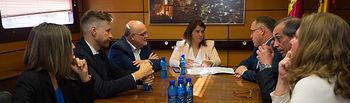 Reunión de la consejera de Fomento de la JCCM, Agustina García, con el delegado provincial de la JCCM en Albacete, Pedro Antonio Ruiz Santos, y el director provincial de la rama.