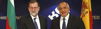 El presidente del Gobierno, Mariano Rajoy, saluda al primer ministro de la República de Bulgaria, Boyko Borissov, durante la primera jornada de su visita oficial al país.