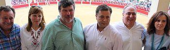 Manuel Serrano asiste a la tradicional corrida de Asprona