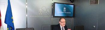 """Martínez: """"Bayod presume de un superávit de 8 millones de euros, que son resultado de un ejercicio de ingeniería financiera"""""""