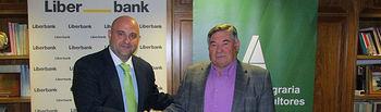 Firma del Convenio entre ASAJA Albacete y Liberbank para la tramitación de la PAC, un saludo.