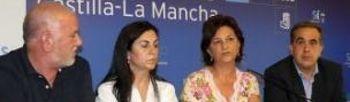 La presidenta del PSOE de Albacete, acompañada por los consejeros socialistas de CCM