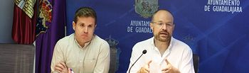 Alejandro Ruiz y Ángel Bachiller, Concejales de Cs en el Ayuntamiento de Guadalajara, durante la rueda de prensa