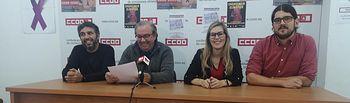 María Pérez, candidata de Unidas Podemos, junto a Pedro González (d) de CCOO y Kevin Ibáñez (i) de Izquierda Unida Almansa