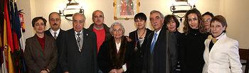 María Pilar Taboada rodeada de su familia.