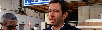 Lorenzo Robisco, diputado del PP por Guadalajara, durante su comparecencia de prensa frente a la Delegación de la Junta en Guadalajara.
