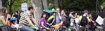 Moción conjunta de IU y PSOE para que se reconozca el uso voluntario del casco para ciclistas en el casco urbano