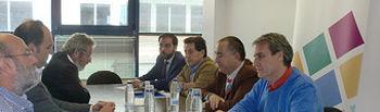 Jose Manuel Muñoz (CCOO) Juan Jimenez (UGT) y Antonio Cervantes (CCOO) con los empresarios