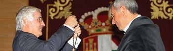 José Mª Barreda y la Universidad de CLM, representada por su rector, Ernesto Martínez Ataz, son los Premiados en 2008.