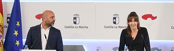 El vicepresidente segundo del Gobierno regional, José García Molina, y la consejera para la Coordinación del Plan de Garantías Ciudadanas, Inmaculada Herranz, comparecen, en la sala de prensa del Palacio de Fuensalida, en rueda de prensa para informar de los acuerdos adoptados en el Consejo de Gobierno. (Fotos: Ignacio López // JCCM)