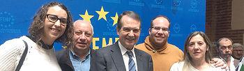 El presidente de la FEMP, Abel Caballero (c), con los alcaldes y alcaldesas de Montarrón, Sara Simón (1i); Horche, Juan Manuel Moral (2i); Torija, Rubén García(2d), y Alustante, Rosabel Muñoz (1d).