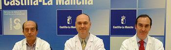 Los doctores José Ramón Prado (i), Javier Haya (c) y Carlos López de la Manzanara (d), organizadores del II Curso Práctico de Histeroscopia Básica y Avanzada que se celebrará los días 14 y 15 de abril en el Hospital General de Ciudad Real.
