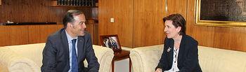 José Julián Gregorio recibe a la nueva delegada territorial de AEMET en la región, Paloma Castro
