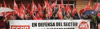 Foto de la concentración ante la sede de Plena Inclusión CLM en Toledo