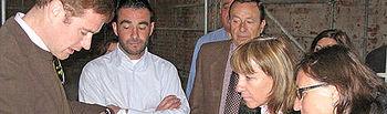 Ángeles García y Ángeles Albert visitando el Palacio de los Duques de Medinaceli en Cogolludo