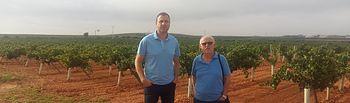 Fotografía de Jesús Laín (Izqda), vicesecretario general de FICA UGT CLM, y Manuel Martínez, secretario provincial de FICA UGT Cuenca.