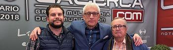 """Oscar Colmenar y Juan Cantos \""""Pimpi de Albacete\"""", empresarios de caballos de picar, junto a Manuel Lozano Serna, director del Grupo Multimedia de Comunicación La Cerca"""