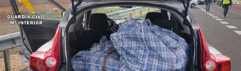 La Guardia Civil de Albacete detiene a dos personas e interviene 60 kilos de hachís en la autovía A-43. Foto: Guardia Civil.