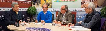 De izquierda a derecha, Luis Jiménez, presidente de la Asociación de Enólogos de Castilla-La Mancha, Juan Miguel Cebrián, presidente de la D.O. Manchuela, y Juan Sebastián Castillo, director de la Sección de Economía Agroalimentaria del IDR de la UCLM, y Manuel Lozano, director del Grupo Multimedia de Comunicación La Cerca.