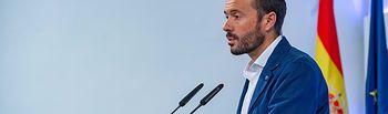 El consejero de Desarrollo Sostenible, José Luis Escudero, informar de los acuerdos aprobados en el Consejo de Gobierno relacionados con su departamento. (Fotos: A. Pérez Herrera / JCCM).