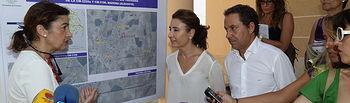 Marta García visita las obras de acondicionamiento de la travesía de Mahora.
