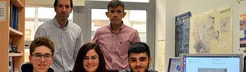 Equipo ganador junto a los profesores Rafael Casado y Aurelio Bermúdez