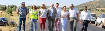 La delegada de la Junta de Comunidades en Ciudad Real, Carmen Olmedo, y el director provincial de Fomento, Casto Sánchez, han visitado Villamayor de Calatrava para supervisar el comienzo de las obras de mejora en la carretera N-4115 que une la localidad con la intersección de la N-420