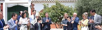 El presidente en funciones de Castilla-La Mancha, Emiliano García-Page, visita las Destilerías de Osborne, donde se reúne con representantes de la Federación Española de Bebidas Espirituosas (FEBE) y participa en el acto homenaje al empresario del sector vitivinícola Pepe Raya. (Fotos: José Ramón Márquez // JCCM)