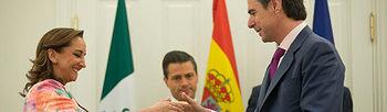 El ministro Soria firma dos acuerdos (foto Ministerio)