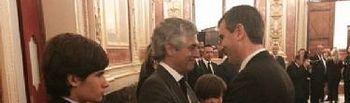 Antonio Román da el pésame al hijo de Adolfo Suárez