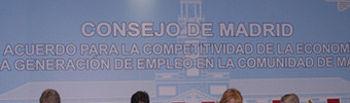 Firma del acuerdo en Madrid entre sindicatos, patronal y Gobierno regional