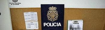 GI02. GIRONA, 10/02/2010.- La Policía Nacional ha detenido a ocho personas por explotación sexual de mujeres extranjeras en dos clubes de alterne de Girona, adonde las trasladaban tras engañarlas en sus países de origen con un inexistente puesto de trabajo en la hostelería. Las víctimas eran captadas en sus países de origen, donde se les ofrecía una supuesta oferta laboral en el sector de la hostelería en España. El dueño de uno de los dos locales ha sido arrestado en el aeropuerto de Girona-Costa Brava con