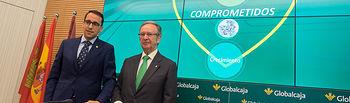 Pedro Palacios, director general de Globalcaja, junto a Carlos de la Sierra, presidente de Globalcaja