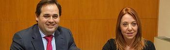 Paco Núñez, alcalde de Almansa y Antonia Millán, concejala de Promoción Económica.