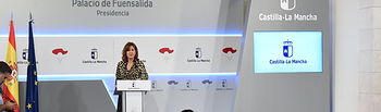 TOLEDO, 9 de octubre de 2019.- La consejera de Igualdad y portavoz del Gobierno regional, Blanca Fernández, informa, en el Palacio de Fuensalida, sobre los acuerdos aprobados por el Consejo de Gobierno. (Fotos: José Ramón Márquez // JCCM).