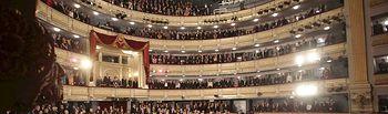 Vista general del Teatro Real de Madrid, momentos antes del inicio del espectáculo de danza protagonizado por Tamara Rojo y María Pagés y su Compañía, que han presidido los Reyes y los Príncipes de Asturias, en la gala inaugural de la presidencia española de la UE, esta tarde en el Teatro Real de Madrid .