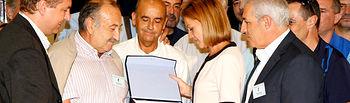 Cospedal recibe un reconocimiento del Sindicato Porfesional de Policías Locales. Foto: JCCM.