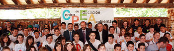 El consejero de Agricultura y Medio Ambiente, José Luís Martínez Guijarro, entregó, en el Centro Provincial de Educación Ambiental de Albacete, los premios correspondientes al X Concurso de Cuentos-Haikus de Medio Ambiente, organizado con motivo del Día Mundial del Medio Ambiente, que se celebra mañana, 5 de junio.