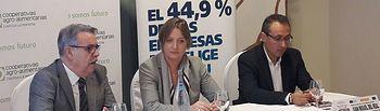 De izquierda a derecha: José Luis Rojas, director de Cooperativas, María Jesús Catalá, directora territorial de CaixaBank en C-LM, y Juan Miguel del Real, subdirector de Cooperativas.