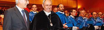 El presidente de Castilla-La Mancha, José María Barreda, en una imagen de archivo, junto al rector de la UCLM, Ernesto Martínez Ataz, durante la inauguración del pasado curso académico de la Universidad regional.
