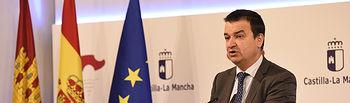 El consejero de Agricultura, Medio Ambiente y Desarrollo Rural, Francisco Martínez Arroyo, informa de asuntos relacionados con su departamento en el Palacio de Fuensalida. (Fotos: José Ramón Márquez // JCCM)
