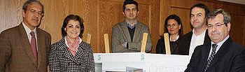 José Antonio del Ama (d) en la presentación del proyecto del nuevo Consultorio Local