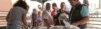 COAG Canarias regala 8.000 kg de papas en Las Palmas para denunciar su Bajo precio. Foto: COAG.