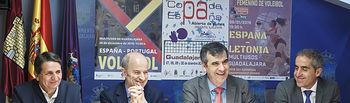Presentación del Campeonato de España de Voleibol, Agustín Martín, presidente de la FEV;. Francisco Javier Escamilla, director de Negocio Guadalajara y Cuenca de la Caixa