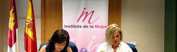 Novillo. Firma Acuerdo Colaboración Colegio Oficial Psicología. Foto: JCCM.