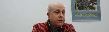 Javier Lostalé, durante su participación en el Aula de Poesía de la Facultad de Letras en 2012.