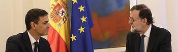 El presidente del Gobierno, Mariano Rajoy, durante la reunión con el secretario general del PSOE, Pedro Sánchez.